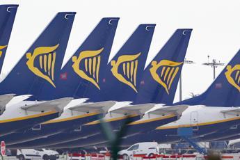 Ryanair riparte a luglio con 40% dei voli e obbligo mascherine