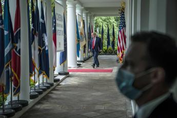 Mnuchin: Trump potrebbe invocare poteri di guerra per produrre il vaccino