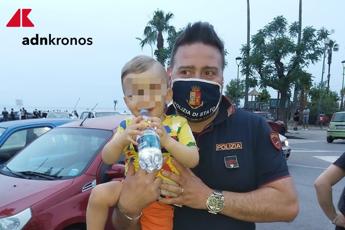 Bimbo salvato dai poliziotti a Torre Annunziata: senza di loro mio figlio sarebbe morto