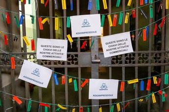 Eolie, 240 imprenditori consegnano per protesta chiavi loro attività