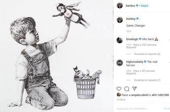 Banksy, la nuova opera: l'infermiera è un supereroe
