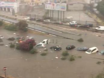 Maltempo, acquazzone a Palermo, automobilisti salvati da polizia e vigili fuoco