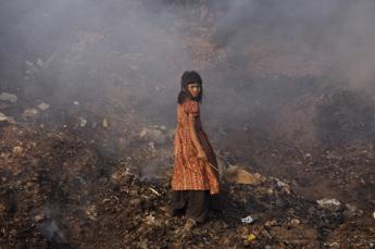 Un bambino su 3 avvelenato da piombo: il rapporto shock di Unicef