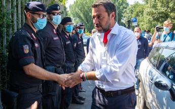 Covid, Salvini: Saluto col gomito? Fine della specie umana