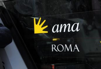 Roma, sospesi dipendenti Ama: sezionavano salme per fingere cremazioni