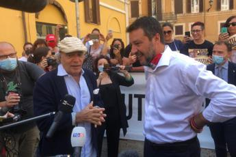 Chico Forti, Salvini al sit-in di Enrico Montesano
