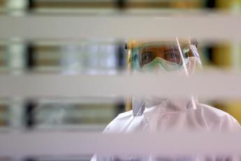 Coronavirus, Oms: 2 milioni di nuovi casi in una settimana, è record