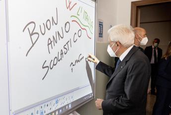 Scuola, Mattarella: Sfida decisiva per ripartenza