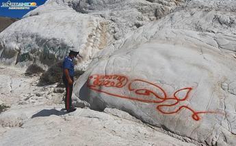 Agrigento, Mareamico: Sfregiata con la vernice la marna di Punta Bianca, atto gravissimo
