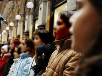 Crisanti: No a canto in classe, 1 positivo in coro infetta 50 persone