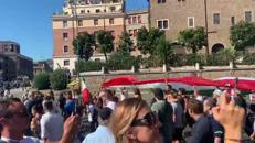 'No mask' in corteo a Roma