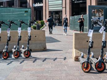 Dalle bici ai monopattini, nelle città italiane 65mila veicoli in condivisione