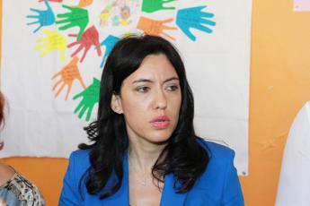 Scuola, Azzolina chiama studentessa in protesta contro Dad