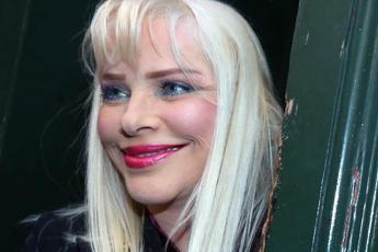 Vitalizi, Ilona Staller: A senatori sì, a me niente, pronta a fare danza del ventre per vivere