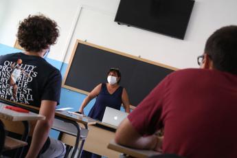 Scuola, ministero al lavoro per riportare studenti in aula