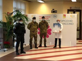 Coronavirus: Palermo, carico di vaccini consegnato all'ospedale Civico
