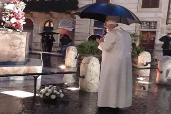 Immacolata, il Papa a piazza di Spagna/Video