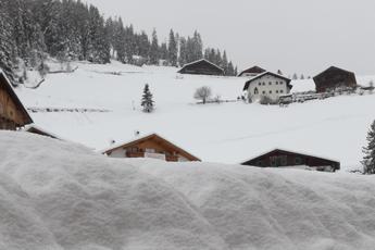 Maltempo, Alto Adige sotto la neve: è allarme valanghe