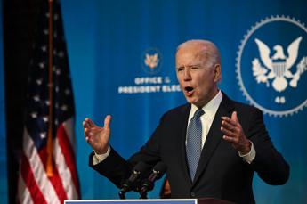 Assalto al Congresso, Biden: Trump ha incitato la folla
