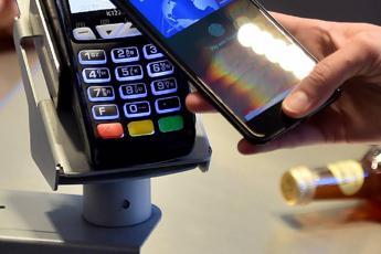 Acquisti con carta e smartphone, l'app ti premia