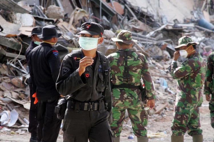 Scossa di magnitudo 6.2 uccide almeno 26 persone in Indonesia