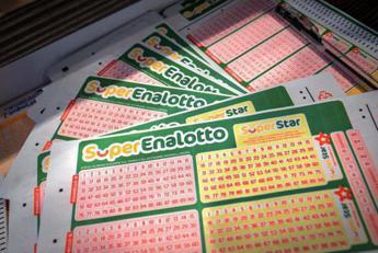 Superenalotto, nessun '6' né '5+1': jackpot sale a 55,6 mln di euro
