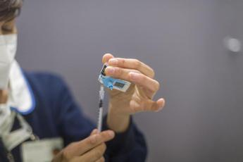 """Bassetti: """"Chi mette in dubbio vaccini, mette in dubbio esistenza Stato"""""""