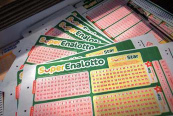 Superenalotto, numeri estrazione vincente oggi 16 ottobre 2021