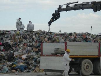 Che muoiano i bambini, intercettazione choc in inchiesta traffico rifiuti